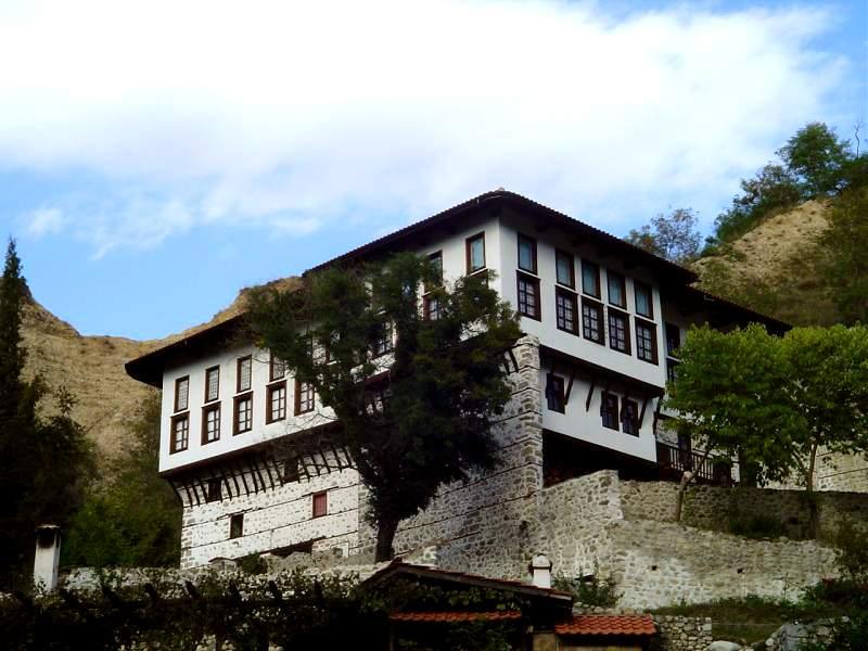Melnik-Bulgaria-wine