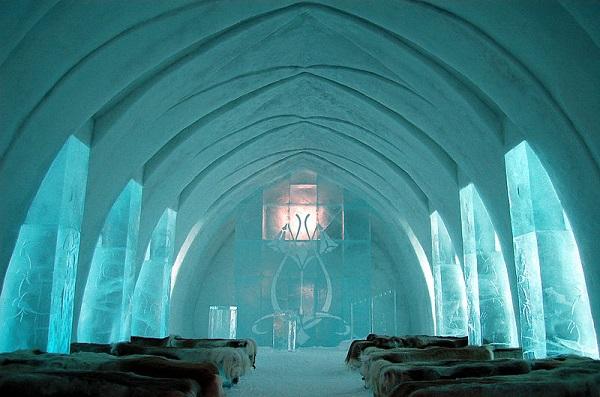 800px-Ice_Hotel_Church_Jukkasjärvi