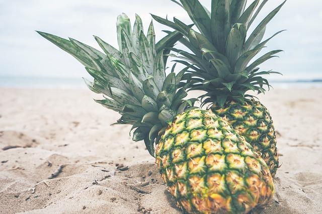 pineapples-918921_640