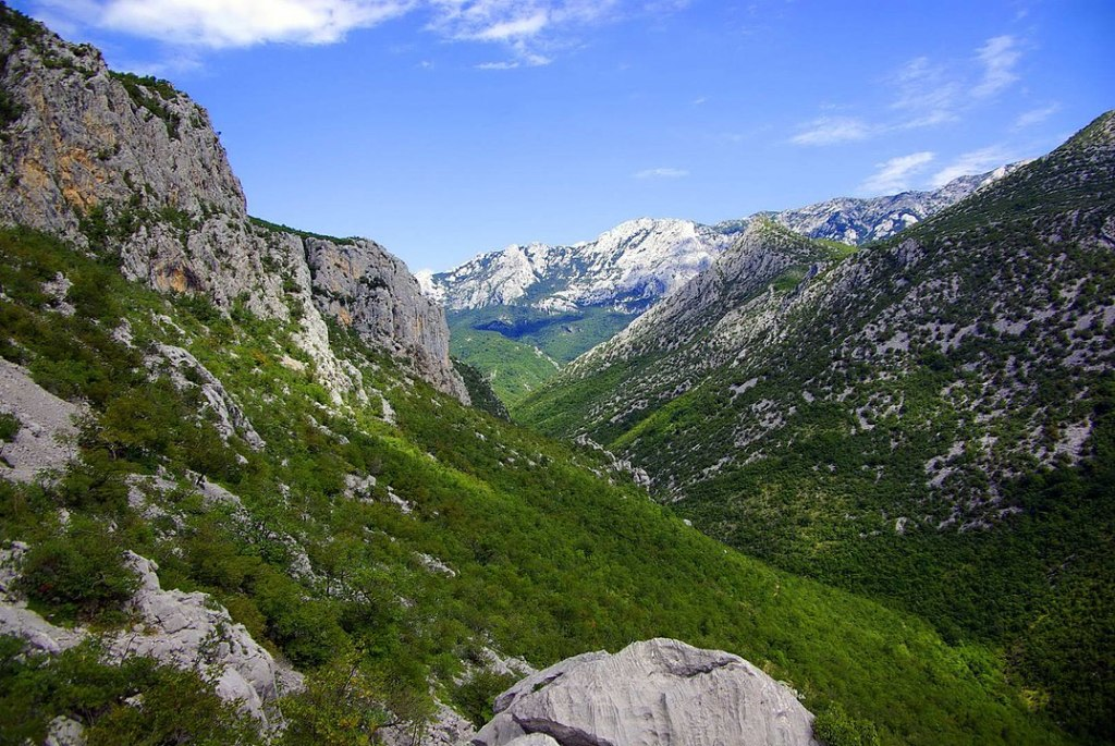 1075px-Canyon_of_Paklenica
